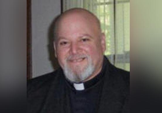 Pendeta Katolik Anjurkan Bunuh Diri Bagi Penentang Trump