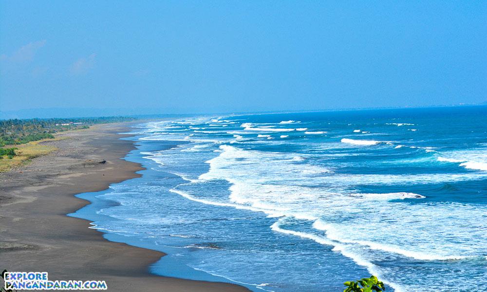 Ganasnya ombak pantai Batu Hiu