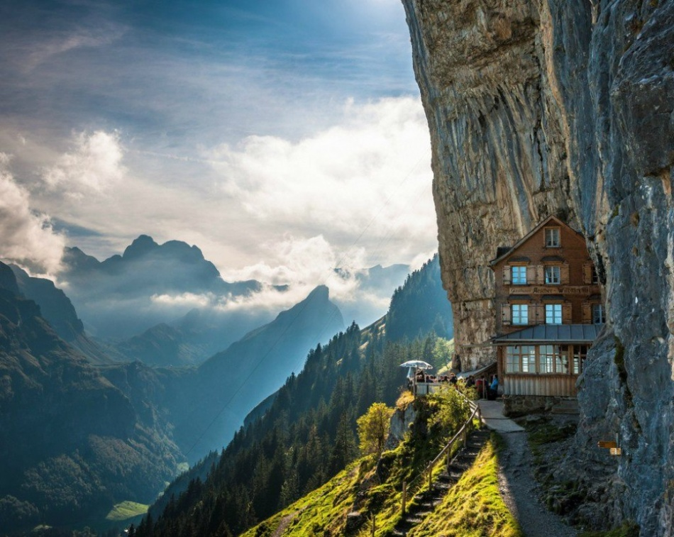 30 amazing places where you will not meet tourists