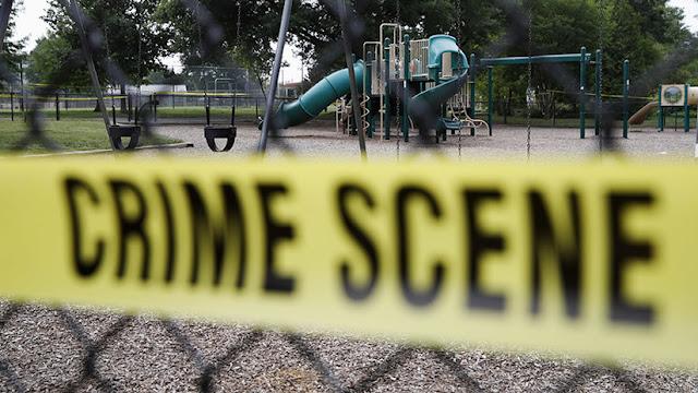 Padres advierten a su hija sobre las ideas neonazis de su novio y este les mata