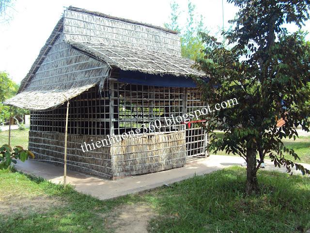 Ngôi nhà phục dựng lại nghề rèn tại làng Hoà An