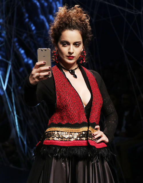 kangana ranaut stills at lakme fashion week
