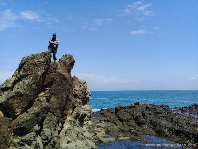 Foto diatas Batu Karang