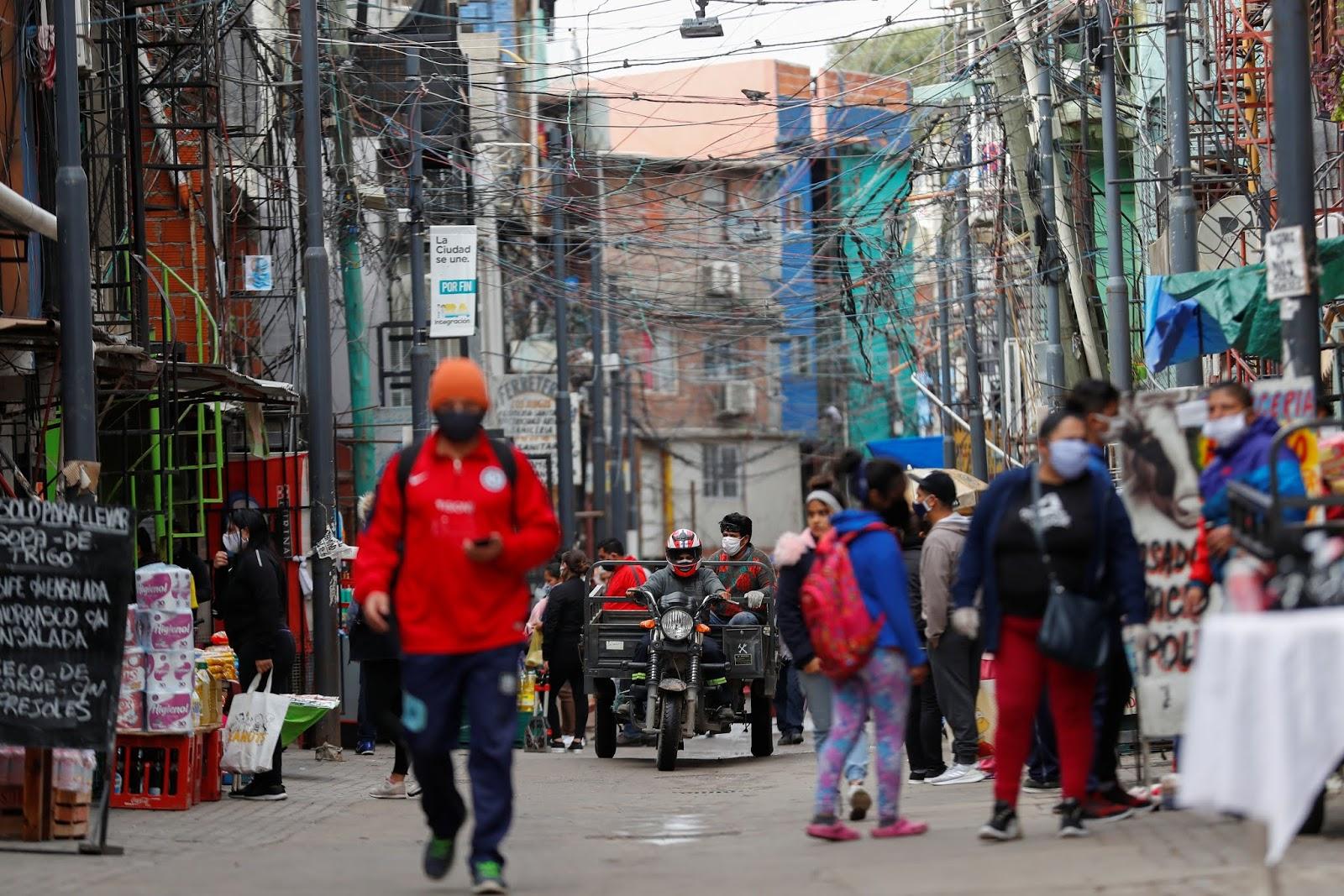 Con 81 nuevos casos, los diagnósticos de coronavirus llegan a 972 en barrios vulnerables
