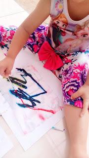 Eksplorasi dengan cat, anak