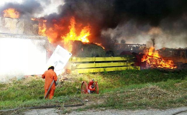 Valmore Rodríguez: Controlaron incendio en galpón de Pdvsa