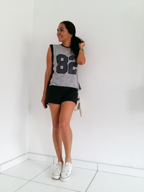 look do dia short preto com tênis branco