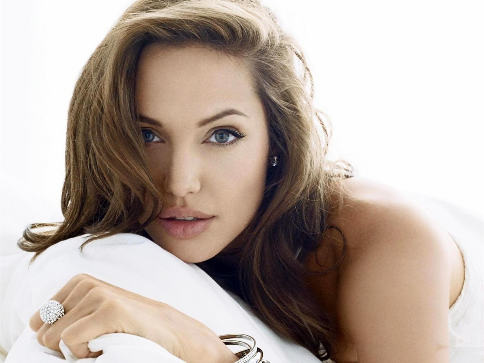 Angelina Jolie: Hollywood & Bollywood Celebrity