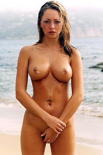 Topless girl dancing at perth soundwave 2012 - 1 5
