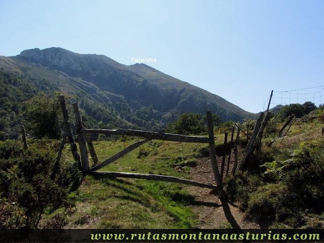 Ruta circular Taranes Tiatordos: Portilla a la salida del Monte de la Bufona