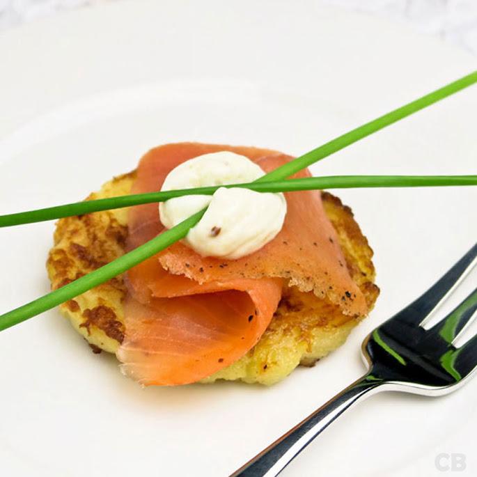 Recept Amuse van een aardappelpannenkoekje met gerookte zalm
