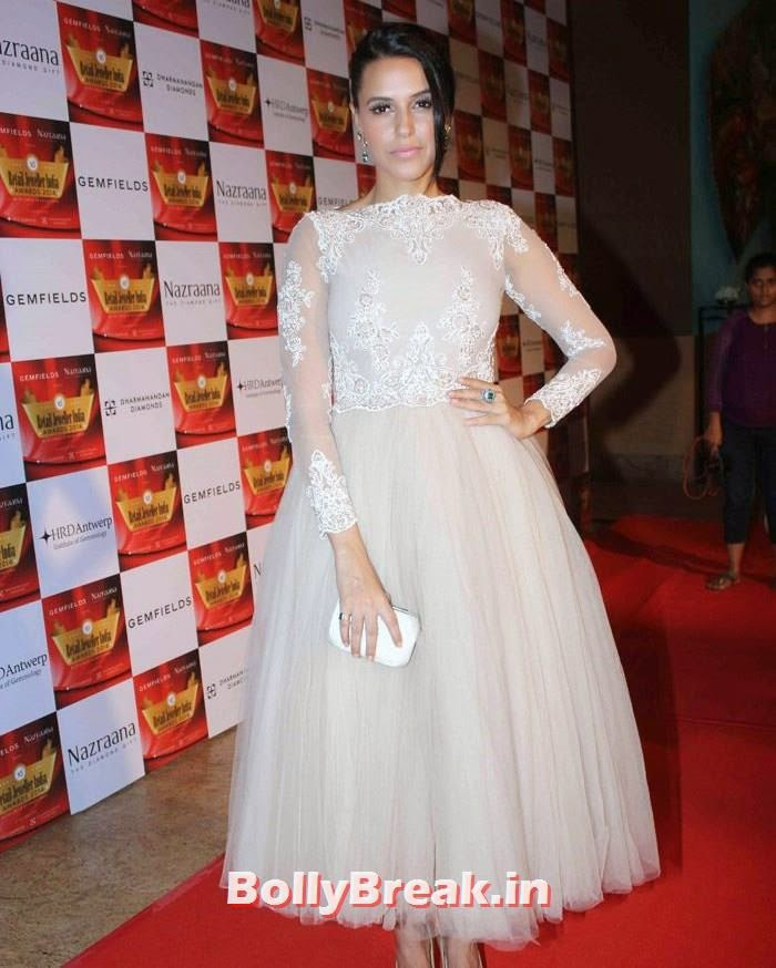 Neha Dhupia, Pics of Celebs in Sexy Dresses & Gowns at Gemfields & Nazraana Retail Jeweller India Awards 2014