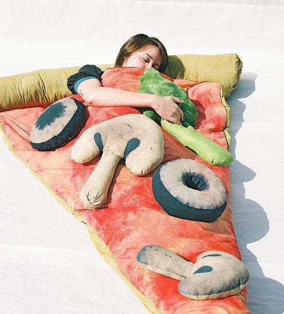 geschenkfinder pizza schlafsack das geschenk f r alle die schon alles haben. Black Bedroom Furniture Sets. Home Design Ideas