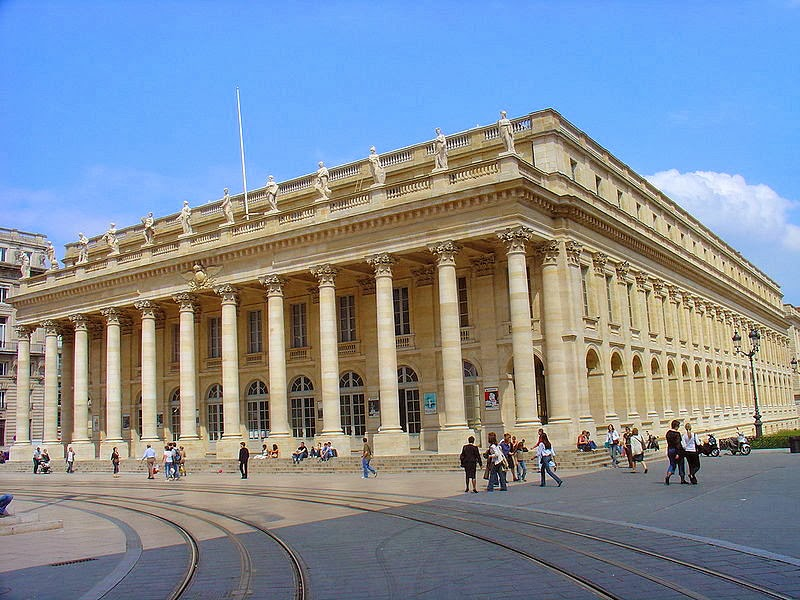 The Grand Theatre in Bordeaux with its neoclassical colonnade topped off with 12 Roman statues: nine  represent the Muses and three the goddesses Juno, Venus and Minerva. Photo: WikiMedia.org.