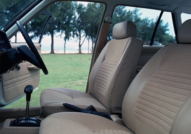 Honda Civic Country 1980-1983 front seats