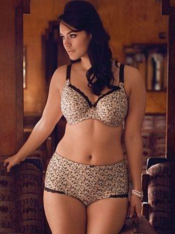 e7e47ce79 Foi-se o tempo em que lingerie para gordinhas era sem graça e vendida  apenas em estabelecimentos especializados. A rede de lojas de departamento  Debenhams