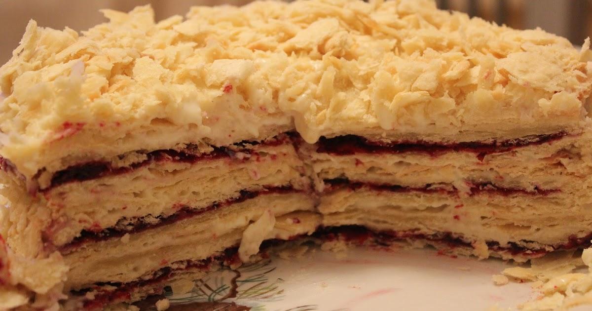 Интересный и оригинальный этот торт тем, что у него три коржа с разными начинками.