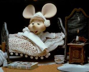 Imagen de Topo Gigio o Topoyiyo en la cama