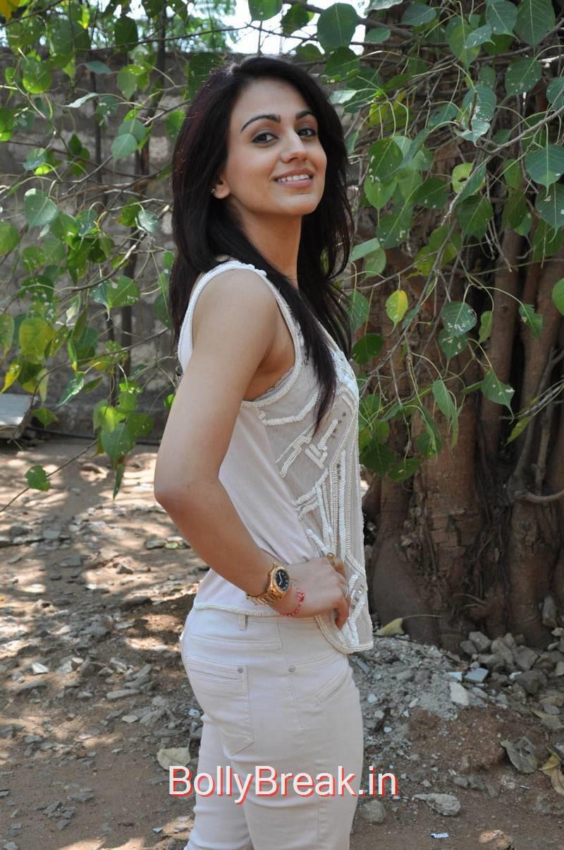 Aksha Photos, Aksha Hot Pics from Dr Saleem Movie Press Meet