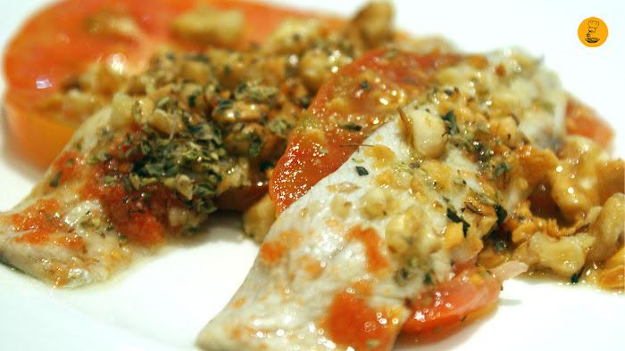 Sardinas marinadas sobre base de tomate Raf con nueces en Vinateros 28