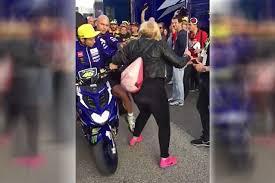 Wanita yang ditabrak Rossi tidak memaafkan, dan akan menempuh jalur hukum