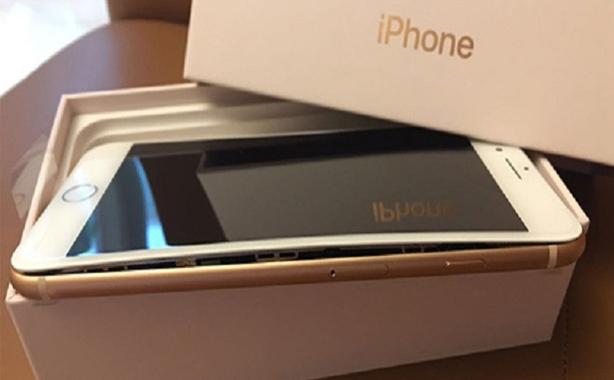 حوادث متكررة في اماكن مختلفة تجعل شركة ابل تبدأ في تحقيق رسمي حول أزمة بطاريات هواتف ايفون 8