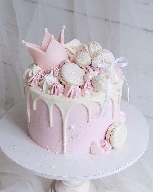 bánh sinh nhật màu hồng sữa