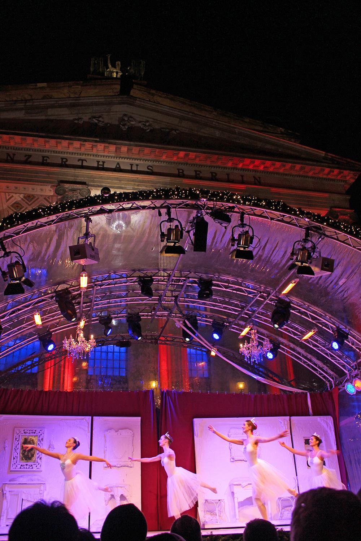 Nutcracker ballet at the Gendarmenmarkt German Christmas market in Berlin - travel & lifestyle blog