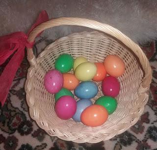Βάψιμο αβγών για την Ανάσταση