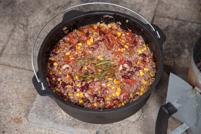 Outdoor Kitchen 04  Chili con Carne aus dem Dutch Oven  Party-Rezept  Camping-Rezept 05