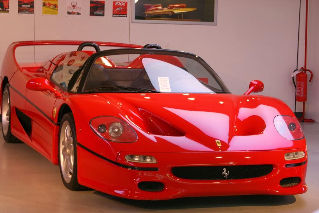 janex F50 - Vidrados no cavalinho - Enzo Ferrari, uma paixão toda italiana.