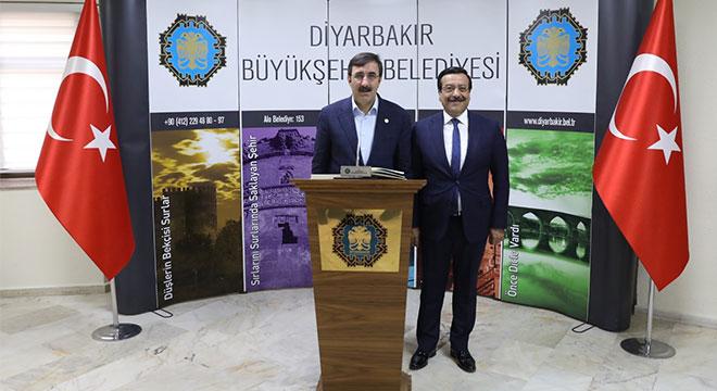 Eski Başbakan Yardımcısı Cevdet Yılmaz'dan Başkan Atilla'ya ziyaret