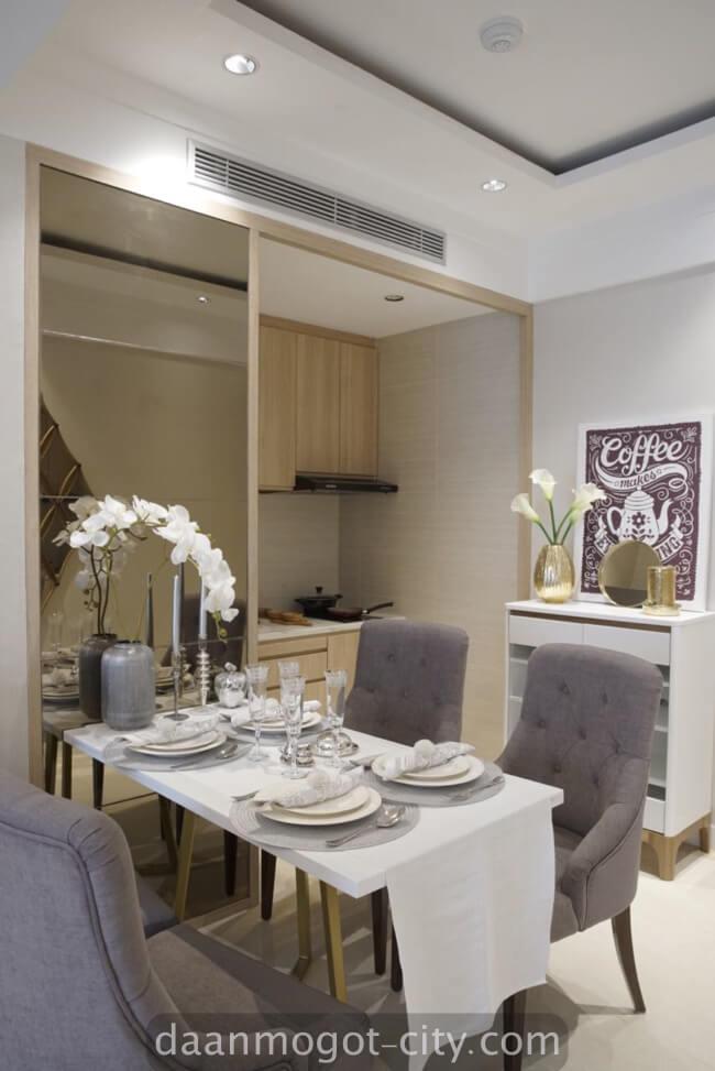 foto dining room apartemen damoci jakarta