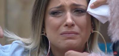 Tati Dias chora em A Fazenda 11
