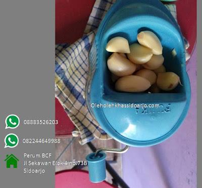 Bawang menambah aroma dan rasa gurih kentang sambal romantis