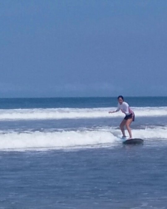 Learning to surf in Bali - Ummi Goes Where?