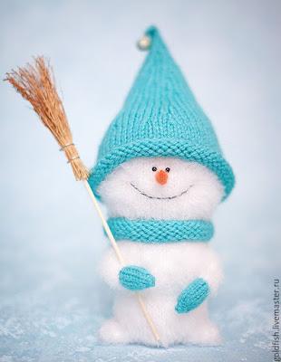Вязаная игрушка снеговик спицами
