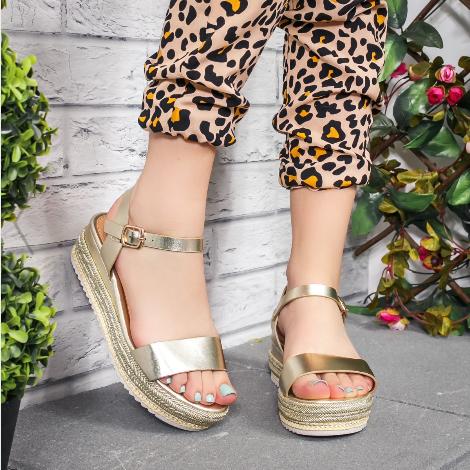 Sandale dama cu platforma aurii moderne piele lacuita la reducere