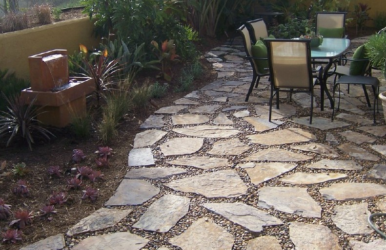 The 2 Minute Gardener: Photo - Flagstone Patio with Pebbles