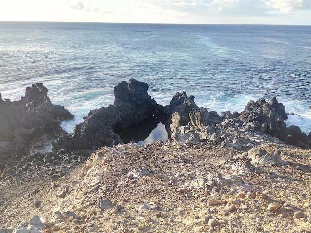 Piscina natural próxima a Ana Kai tangata, Isla de Pascua
