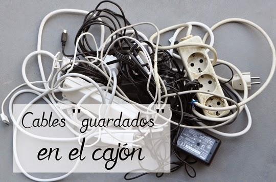 cables-guardados-en-el-cajon