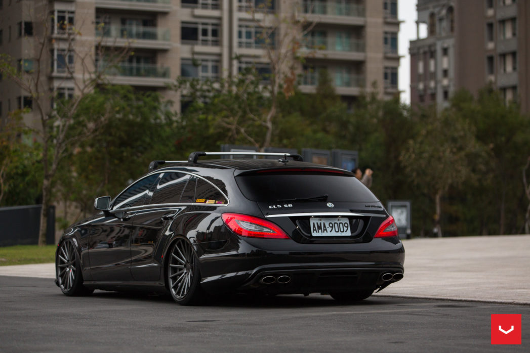 mercedes benz cls63 amg shooting brake on vossen vfs 2. Black Bedroom Furniture Sets. Home Design Ideas