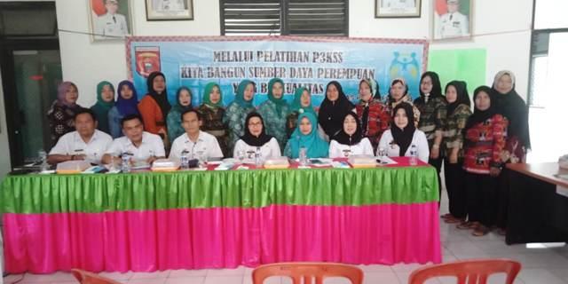 Kaum Perempuan Ikuti Pelatihan Pembuatan Celugam