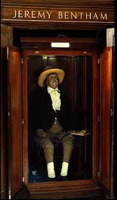 Retenidos en el tiempo La Momia de Jeremy Bentham