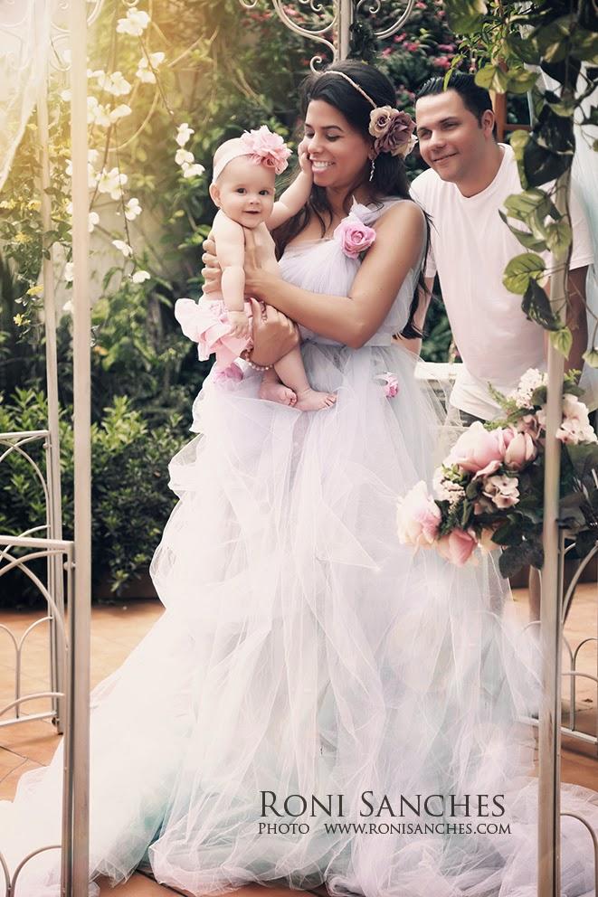 familia unida em ensaio fotografico com produção completa para a mãe,foto família, ensaio da família,fotografo da família,fotografo família,book bebê,fotobebê,família e bebê, pais juntos com o bebê