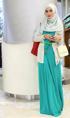 Trend fashion hijab dengan rok panjang