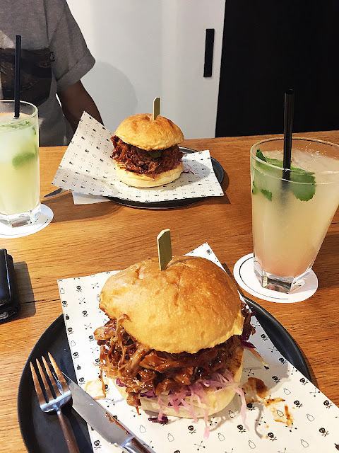 black remedy pulled pork sandwich barcelona