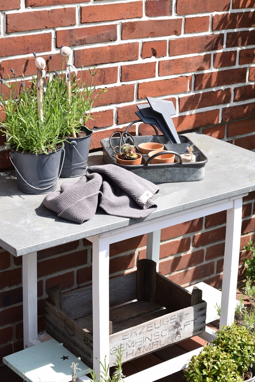 garden potting table utensils
