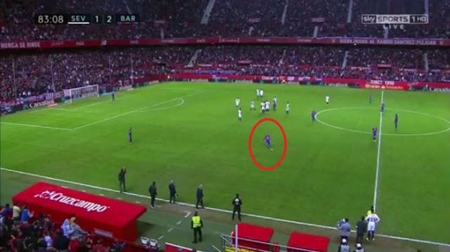 Video - Messi Melempar dan Menendang Sepatunya karena Dapat kartu Kuning