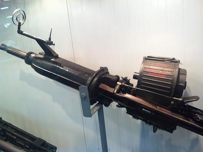 """Museo del aire. Ametralladora.""""Engrase con abundancia los cartuchos"""""""
